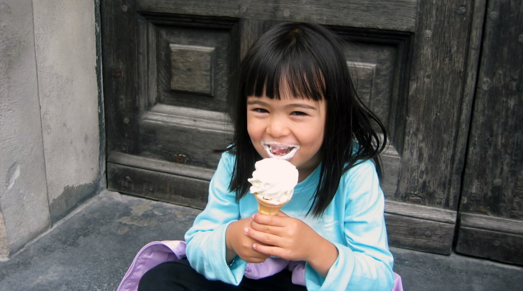 blog.mindresearch.orghubfsgirl-eating-custard-summer-slide-1-1